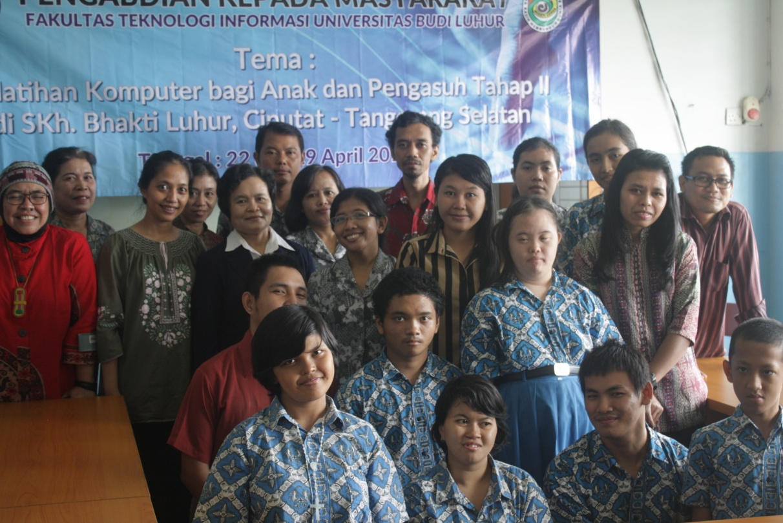 Pengabdian Masyarakat Dosen FTI UBL Pada Pelatihan Komputer untuk Anak dan Pengasuh di Ciputat