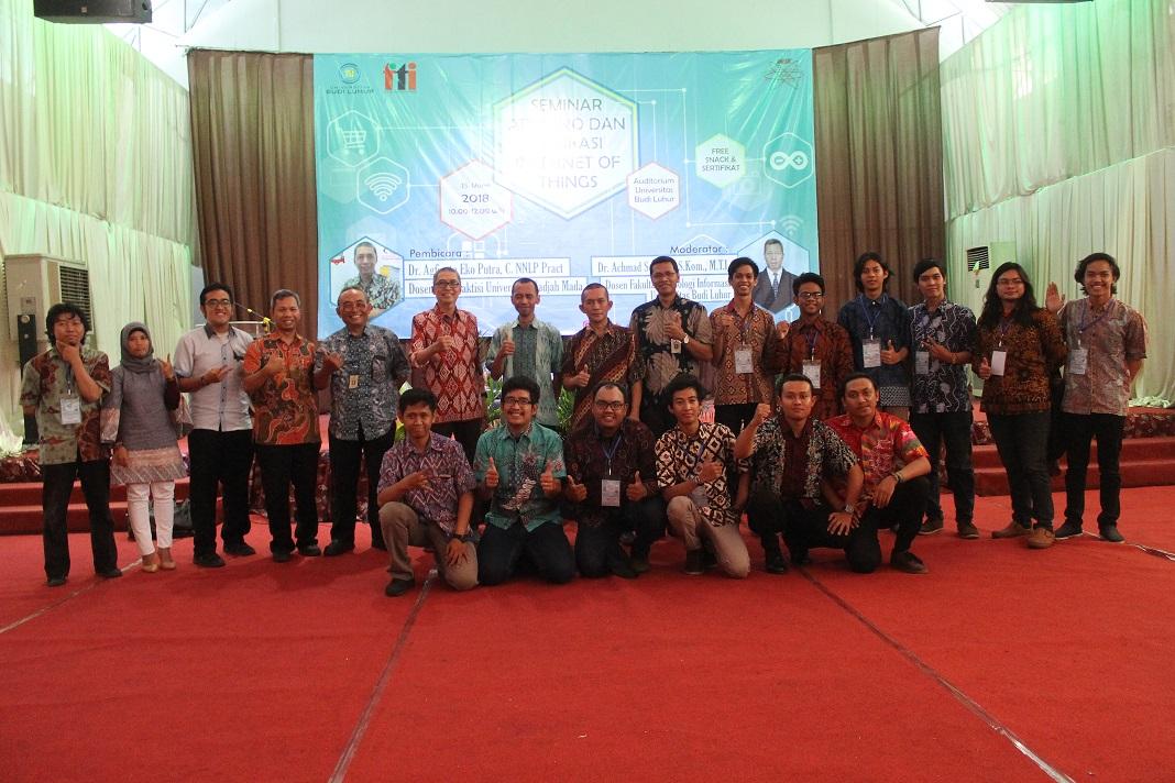 Pelaksanaan Seminar Arduino dan Aplikasi Internet of Things