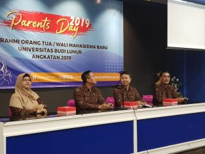 Pembicara Pada Acara Parents Day