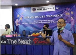 Proses Pelatihan Dengan Pembicara Bapak Zaqi Kurniawan, S.Kom, M.Kom.
